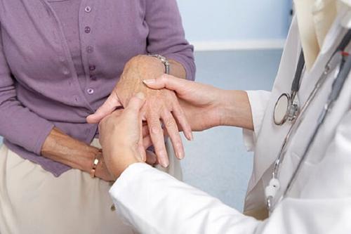 YHCT điều trị phong thấp với vị thuốc hay độc hoạt