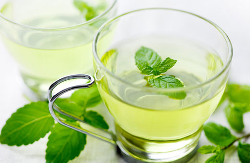 Uống trà bạc hà có công dụng rất tốt với sức khỏe và làm đẹp như giảm ho, trị hôi miệng, giảm cân