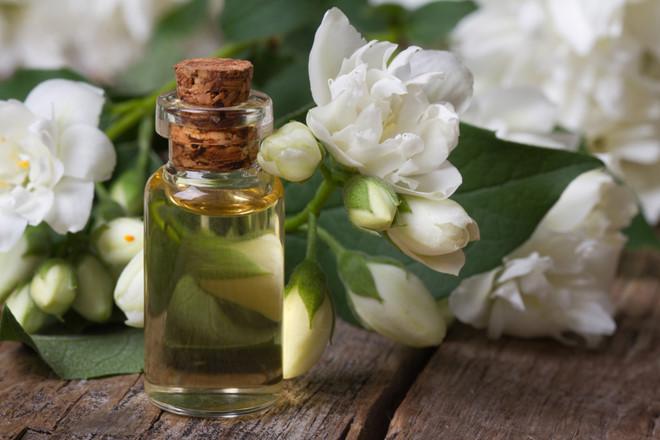 Tác dụng của tinh dầu hoa nhài là gì?