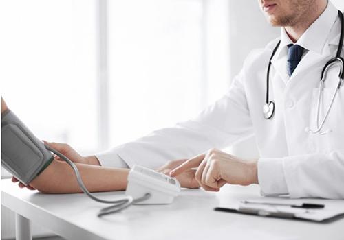 Thường xuyên kiểm tra huyết áp giúp bảo vệ sức khỏe tốt hơn